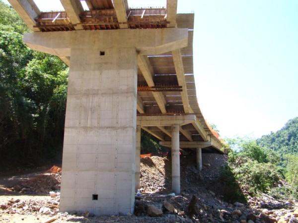 002-S048 PONTE SOBRE O RIO CARREIRO